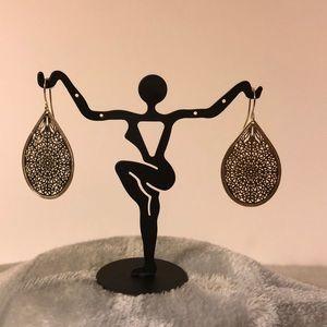 Jewelry - NWOT ~ Gold Mesh Teardrop Earrings